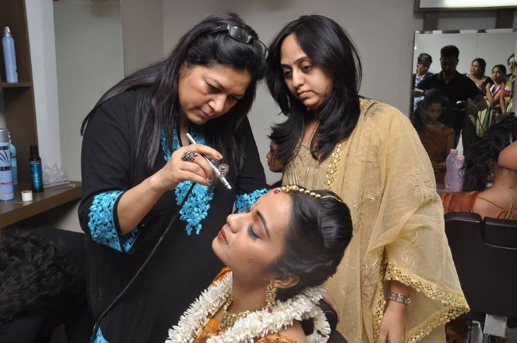 how to become a bollywood makeup artist