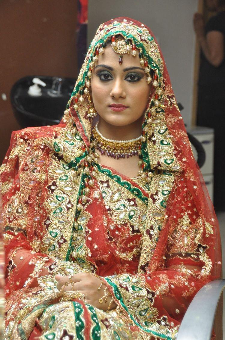 Lakme Salon Bridal Makeup Techniques by Sushma Khan: at ...